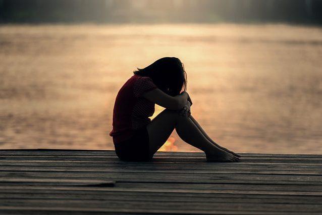 Non essere troppo severo con tuo figlio, da adolescente potrebbe pensare al suicidio