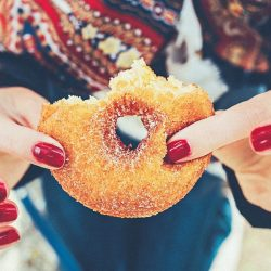 Dieta senza zuccheri: quali sono quelli da evitare e i benefici per l'organismo