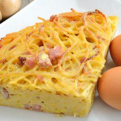 Frittata di maccheroni: la ricetta classica della tradizione napoletana