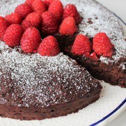 Torta al cioccolato e lamponi: la ricetta per farla morbida