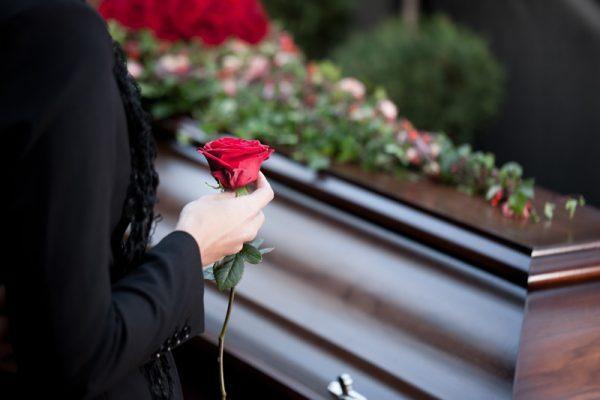 Il dress code a un funerale