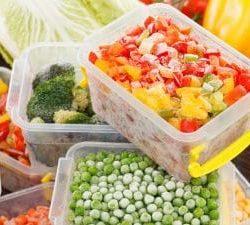 Come scongelare il cibo correttamente: i 4 modi per farlo al meglio