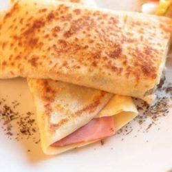 Crepes prosciutto e formaggio: la ricetta facile e veloce