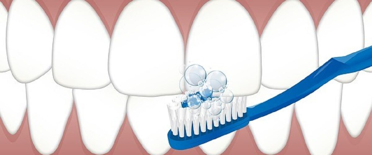 Corretta pulizia dei denti: i consigli degli esperti